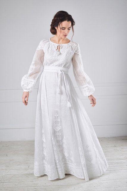 Сучасний крій і давні традиції вишитих мотивів створюють яскравий образ  нареченої. Обравши таку сукню 0c42254b78e6a