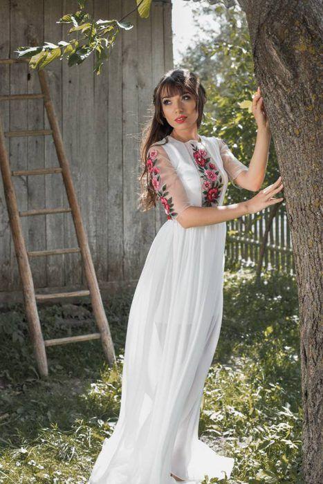 Весільні сукні в українському стилі  4a24b126e080d