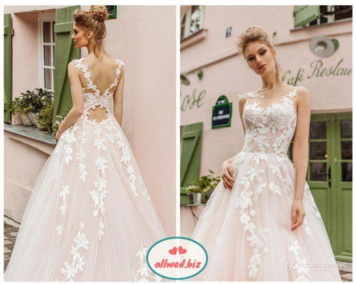 bfc428a8928029 Ти можеш вибрати класичну сукню з квітковою вишивкою або з об'ємними  квітами, прикрашеними стразами і навіть пір'ям.