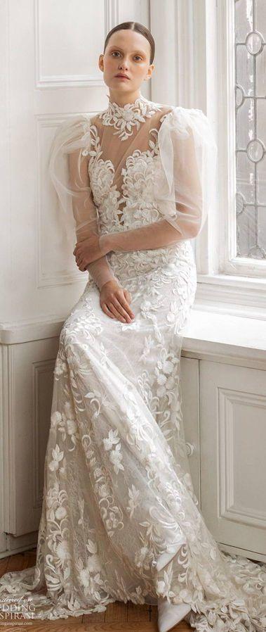 Свадебное платье с вышивкой ручной работы и длинными воздушщными рукавами из весенней коллекции 2020 от Francesca Miranda