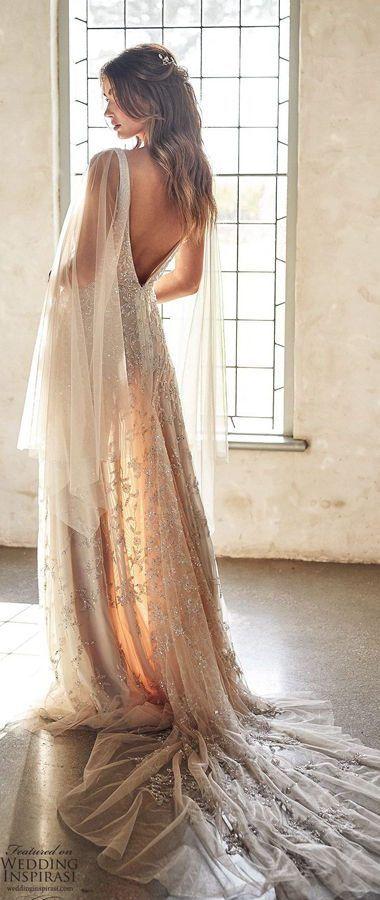Свадебное платье из облачно-розового тюля, украшенного цветочными блестками с ручной вышивкой. Плечи и руки накрыты прозрачными длинными и широкими рукавами-кейпами из фатина. Anna Campbell 2020