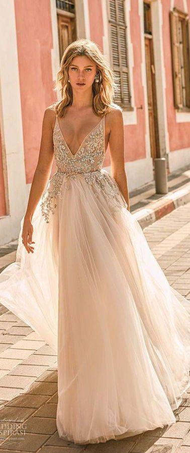 Длинное, пышное свадебное платье на тонких бретелях нежно-пудрового оттенка, в стиле «принцесса», глубокий V-образный вырез. Лиф украшен крупным кружевом ручной работы со сверкающими стразами. Muse by Berta 2020 Wedding Dresses