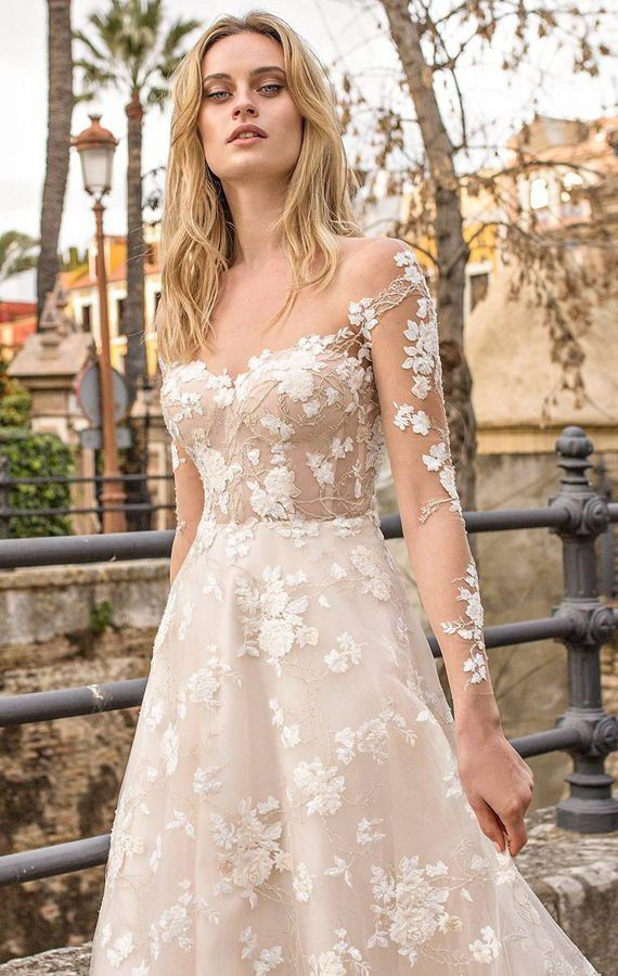 Роскошные, свадебные платья, украшеные изысканной вышивкой и потрясающими кружевами в сочетании мягких румян и оттенков шампанского. Ricca Sposa 2020 Wedding Dresses