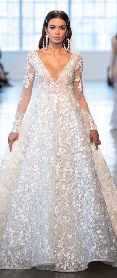 Женственное, пышное, кружевное, свадебное платье с глубоким v-образным вырезом и длинными рукавами. Коллекция Berta Bridal весна-лето 2020