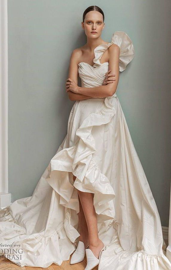 Пышное, свадебное платье с рюшами в стиле High Low. Francesca Miranda Spring 2020 Wedding Dresses