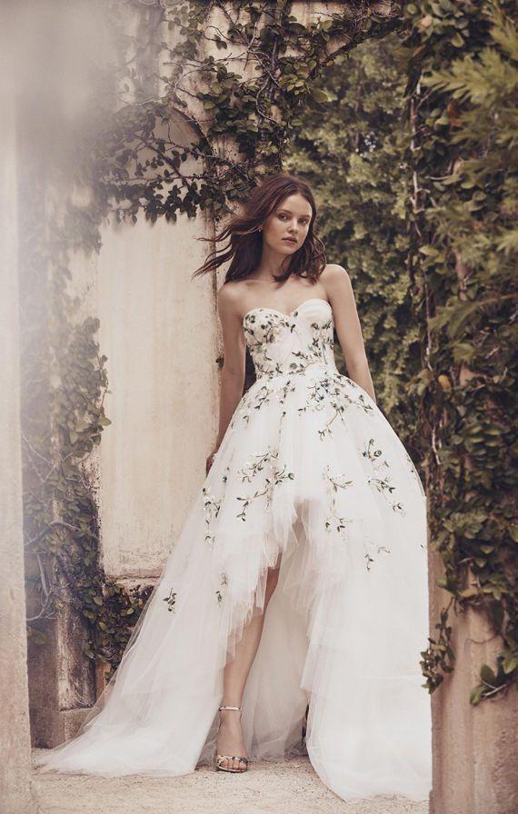 Асимметричное пышное, свадебное платье с цветочными аппликациями. Monique Lhuillier Bridal Spring 2020. High Low Bridal Dresses