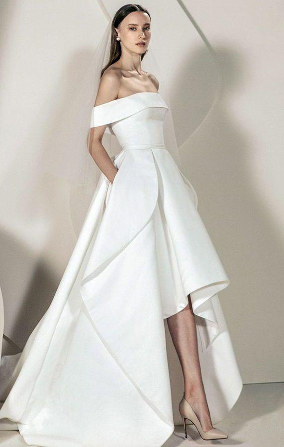 Матовое, корсетное, открытое, свадебное платье с большой юбкой, которая короче спереди. Wedding Dress Trends With Livné White 2020. High Low Bridal Dresses