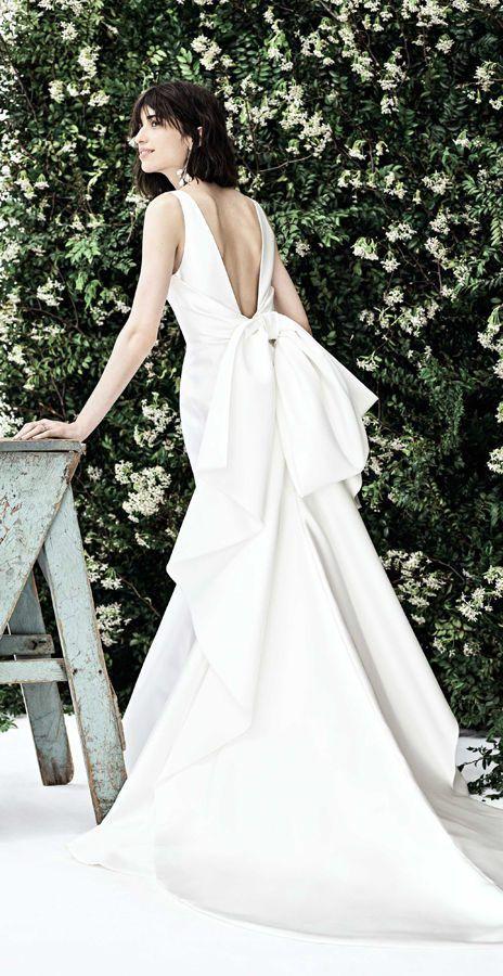 Элегантные свадебные платья с V-образным вырезом на спине и большим бантом и цельнокроеными шлейфами. Новая весенняя коллекция 2020 от Carolina Herrera