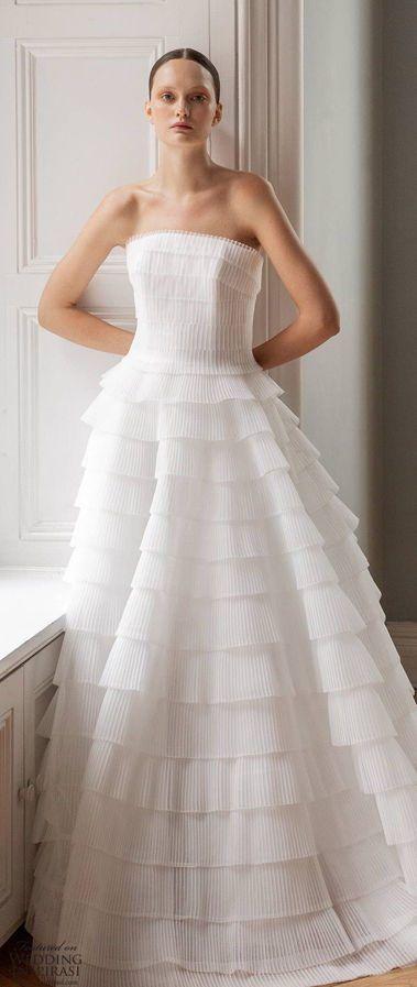 Изящное, свадебное платье А-силуэта, без бретелей, многоярусная юбкой с воланами. Свадебная коллекция Francesca Miranda «Весна 2020»