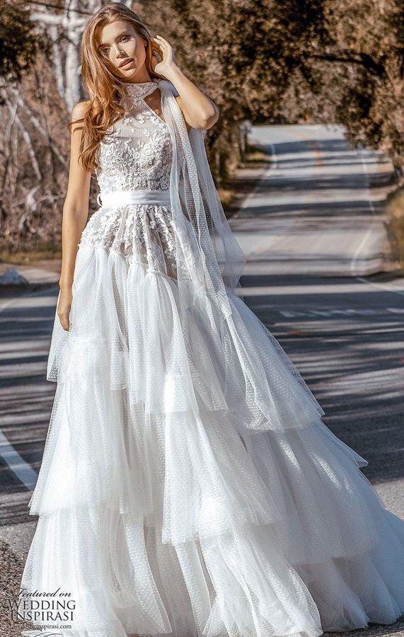 Стильное свадебное платье в современном стиле. Ажурный кружевной топ и длинная, пышная, элегантная юбка, ниспадающая вниз вертикальными плавными складками, создают красивый контраст. Crystal Design Couture 2020 Wedding Dresses