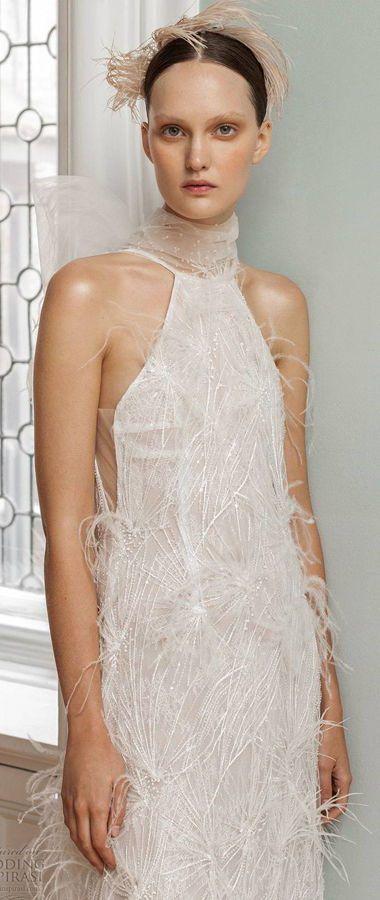Неординарные, гламурные свадебные платья с перьями. Вырез горловины