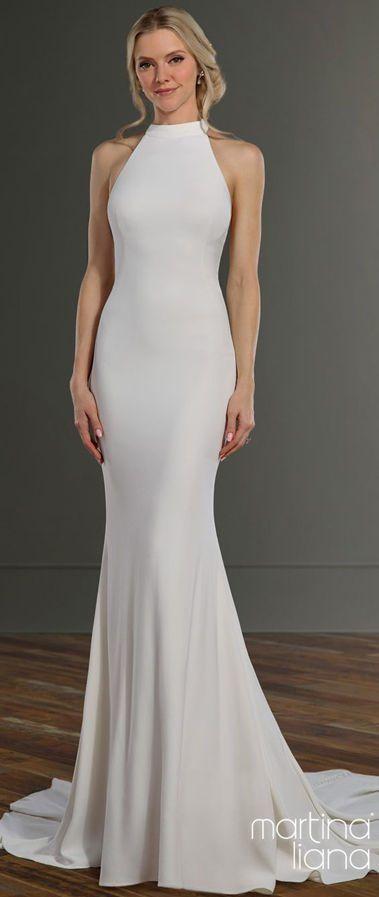 Шикарное, облегающее платье силуэта «русалка» из плотного крепа с вырезом горловины