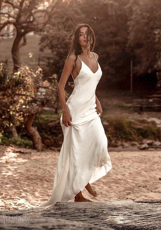 Летнее свадебное платье-комбинация из мягкого шелкового атласа. Фасон состоит из лифа на тонких бретелях, с глубоким v-образным вырезом декольте и шлейфом. Grace Loves Lace 2020 Wedding Dresses