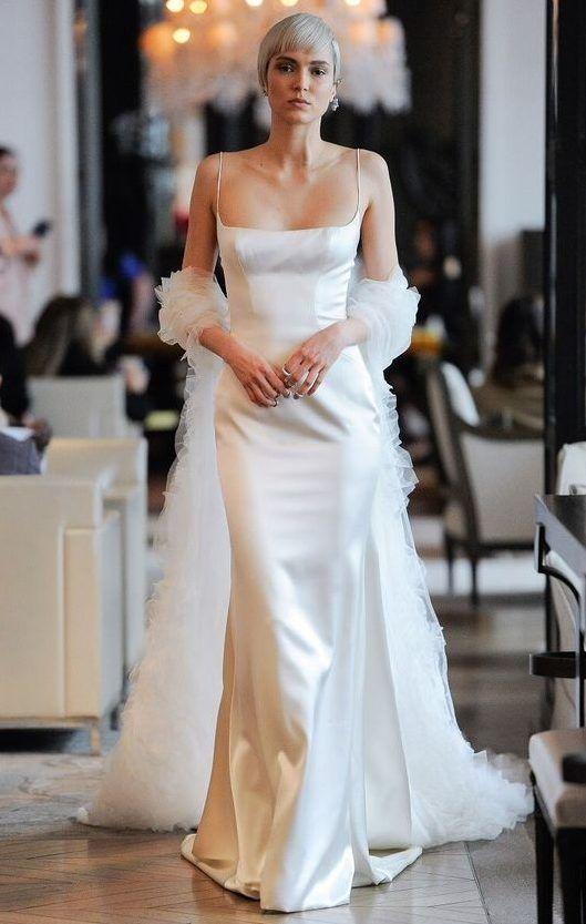 Элегантное свадебное платье-комбинация на тонких бретелях из мягкого шелкового атласа. Ines Di Santo 2020 Wedding Dress Collection