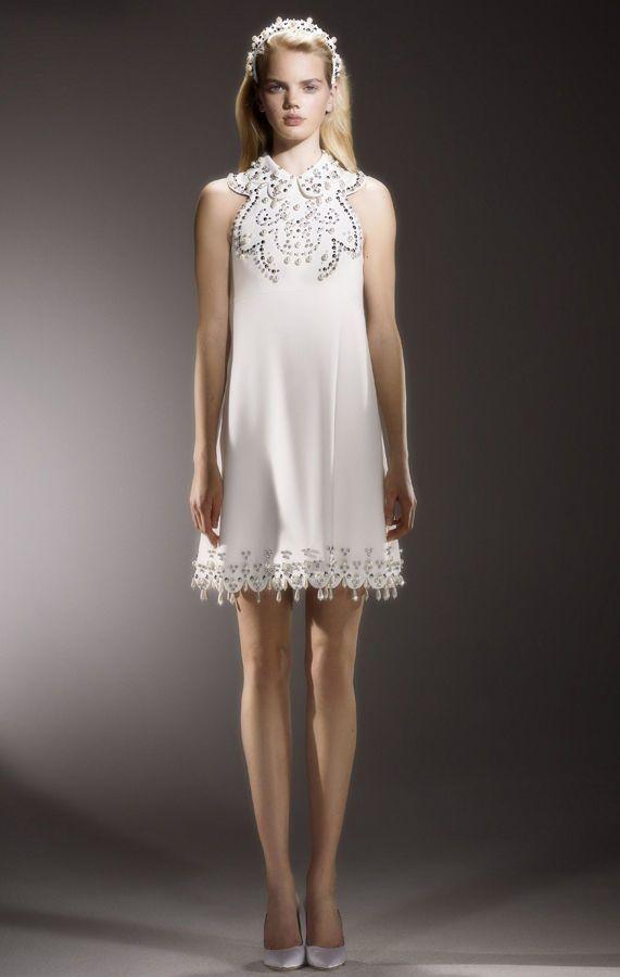 Изысканное, короткое свадебное платье в стиле 70-х, украшенное хрустальной вышивкой. Viktor {amp}amp; Rolf Mariage коллекция весна-лето 2020