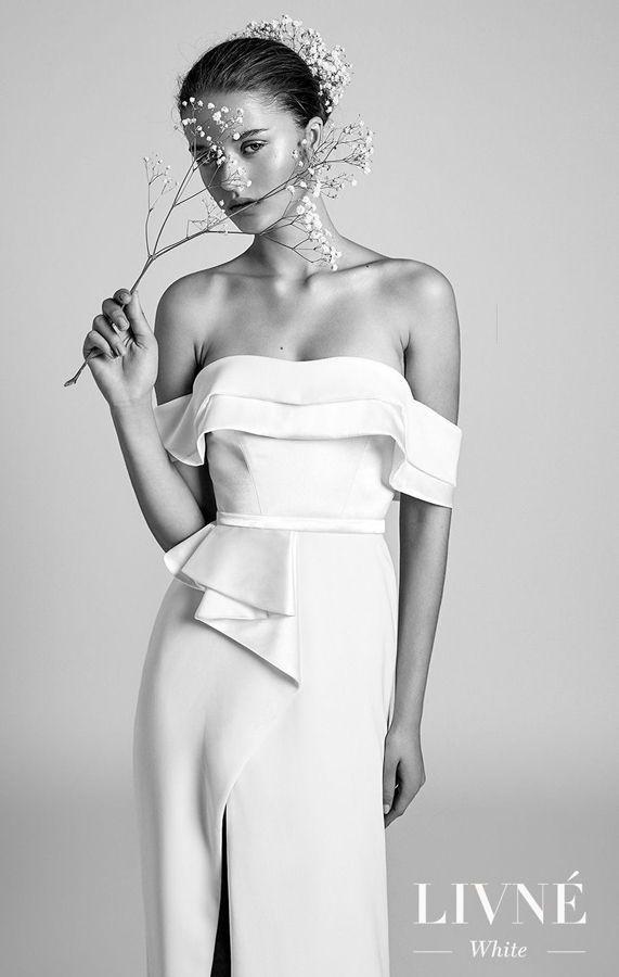 Свадебное платье в стиле Голливуда с опущенными бретелями и асимметричным разрезом. Alon Livne White Wedding Dresses
