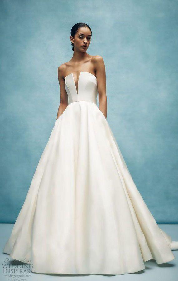 Сказочное, пышное свадебное платье без бретелек и с глубоким узким вырезом декольте. Anne Barge Spring 2020 Wedding Dresses