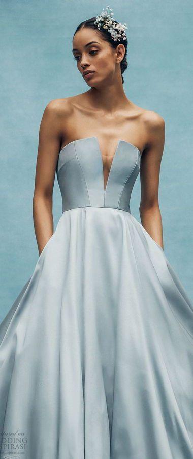 Необыкновенное, цветное свадебное платье. Плечи открыты смелым корсетом с лифом в форме сердца и глубоким узким вырезом. Vera Wang Bridal Spring 2020 Collection
