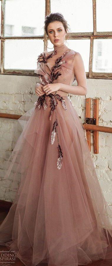 Сказочное, цветное свадебное платье, которое украшено изысканными ботаническими мотивами. Chana Marelus Fall/Winter 2020 Wedding Dresses