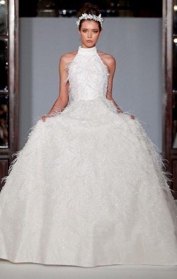 Пышное свадебное платье из перьев, с вырезом горловины