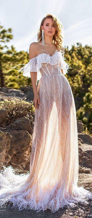 Длинное свадебное платье из перьев, со спущенными бретелями и шлейфом. Ari Villoso 2020 Wedding Dresses