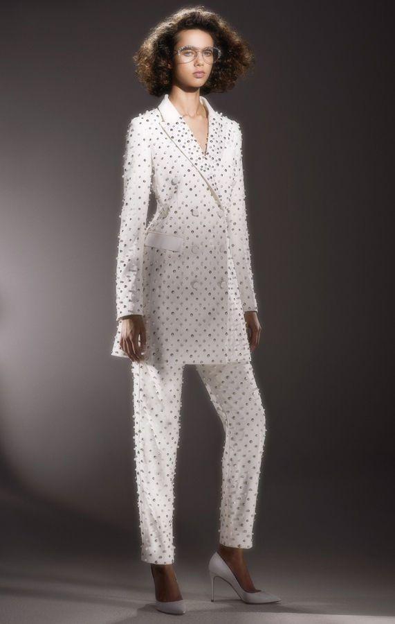 Интересный свадебный брючный костюм невесты. Коллекция Viktor {amp}amp; Rolf Bridal весна-лето 2020
