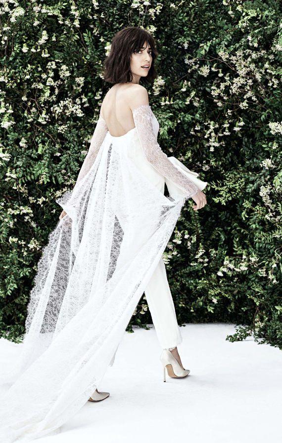 Открытый свадебный брючный костюм невесты с длинным шлейфом. Свадебная весенняя коллекция 2020 от Carolina Herrera