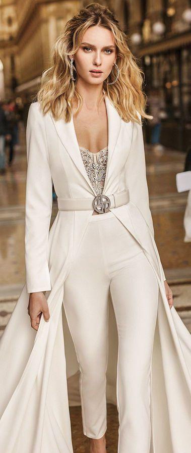 Оригинальный и стильный свадебный брючный костюм невесты с длинным шлейфом от Berta. Коллекция весна-лето 2020