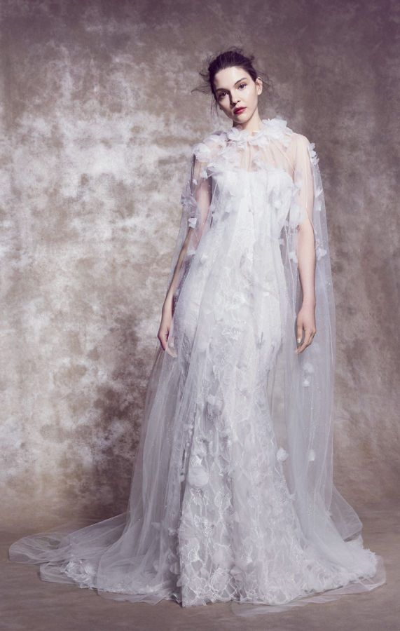 Длинное свадебное платье с накидкой и шлейфом. Свадебные платья Marchesa весна-лето 2020