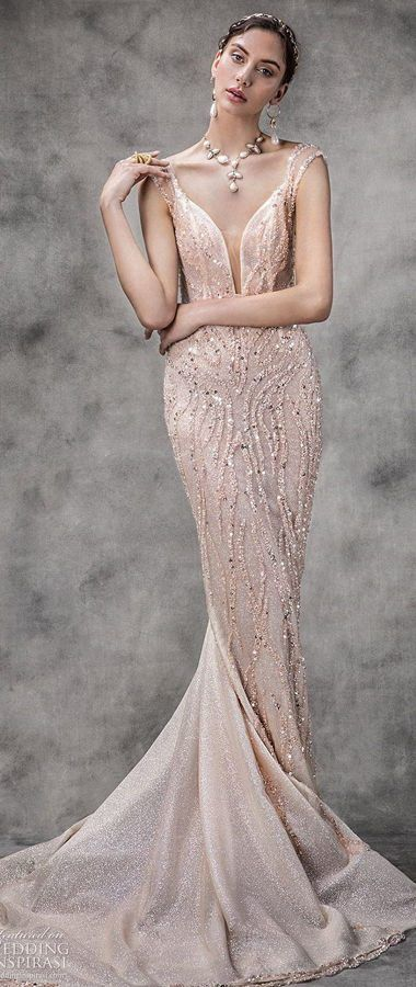 Изысканное свадебное платье пудрового цвета, силуэта «русалка» с открытой спиной и мерцающим декором. Лиф на тонких бретелях с глубоким декольте. Великолепная свадебная коллекция Spring 2020 Victoria Kyriakides.